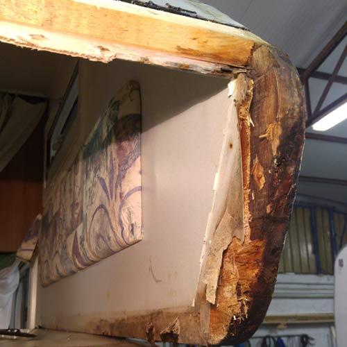 camper-assandri-assistenza-interventi-strutturali-fronte-camper-dannegggiato-esterno