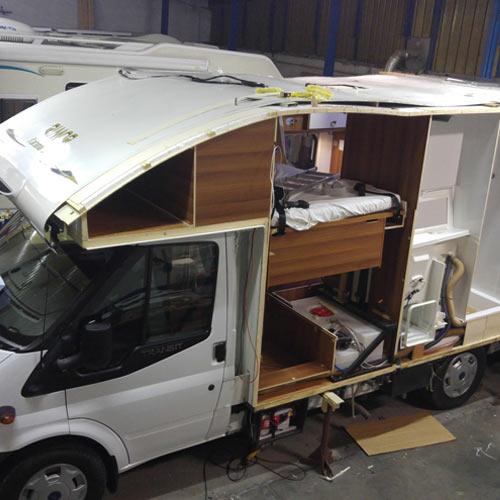 camper-assandri-assistenza-interventi-strutturali-riparazione-fiancata-camper